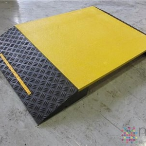 Pedestrian Hose Ramp with Solid Platform
