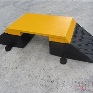 Steel Topped Heavy Duty Hose Ramp / Cable Protector